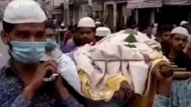 Photo of সম্প্রীতির বার্তা, হিন্দু ব্যক্তির মৃতদেহ কাঁধে তুলে শেষ যাত্রায় মুসলিম যুবকের দল
