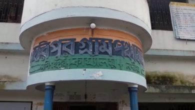 Photo of নদীয়ার শান্তিপুরে পঞ্চায়েতের দরজা এবং আলমারি ভেঙে সারারাত তাণ্ডব চালাল দুষ্কৃতীরা, সরকারি নথি তছরুপের অভিযোগ দায়ের