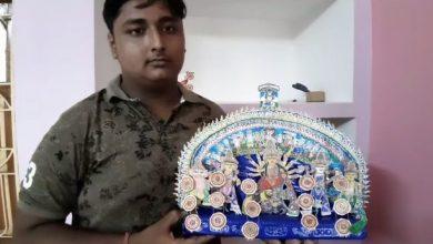 Photo of কাগজের টুকরো দিয়ে ৪ ইঞ্চি দুর্গাপ্রতিমা বানিয়ে অনন্য নজির গড়লেন নদীয়ার শান্তিপুরের সৌম্যদীপ