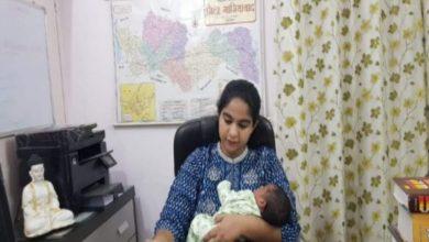 Photo of সদ্যজাত শিশুকে কোলে নিয়ে কর্তব্যে অবিচল 'মা' IAS অফিসার, প্রশংসার ঝড় নেটদুনিয়ায়