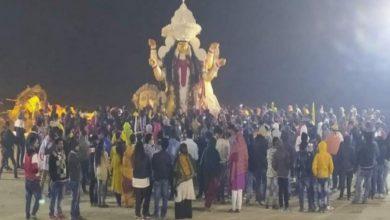 Photo of নদীয়ার কৃষ্ণনগরে জগদ্ধাত্রী পুজোর বিসর্জনে জনপ্লাবন, মানা হয়নি করোনা বিধি