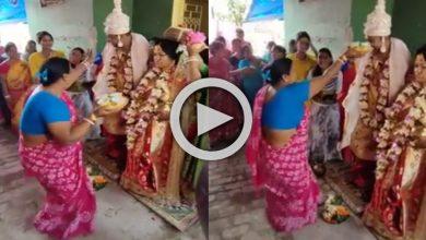 Photo of নতুন বউমার সামনে 'Tumpa Sona' গানে তুমুল নাচ মর্ডান শাশুড়ির, ঝড়ের গতিতে ভাইরাল ভিডিও