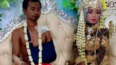 Photo of বিয়ের আসরে 'অর্ধ নগ্ন' হয়ে উপস্থিত বর, সুন্দরী কনের মনে বিষাদের ঝড়