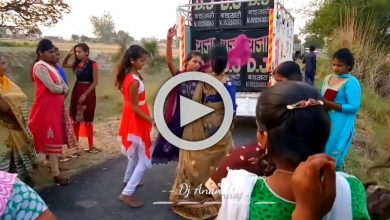 Photo of গ্রাম্য রাস্তার মাঝে DJ বাজিয়ে তুমুল নাচ পাড়ার যুবতীদের, ভাইরাল ভিডিও
