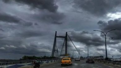 Photo of Weather Update: কলকাতা সহ রাজ্যের ১৪ জেলায় ঝেঁপে নামবে বৃষ্টি, জানালো হাওয়া অফিস